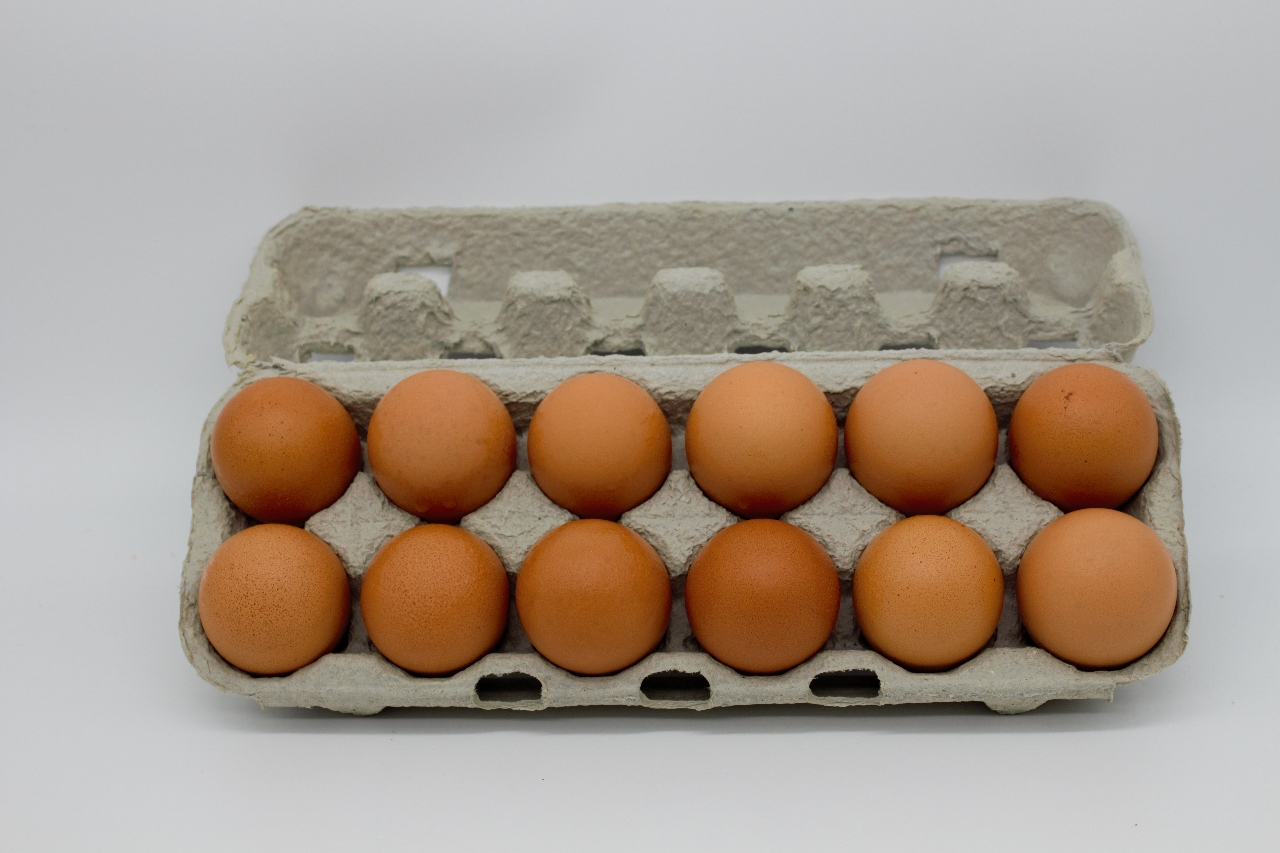 12 Extra Large Caged Eggs 700g