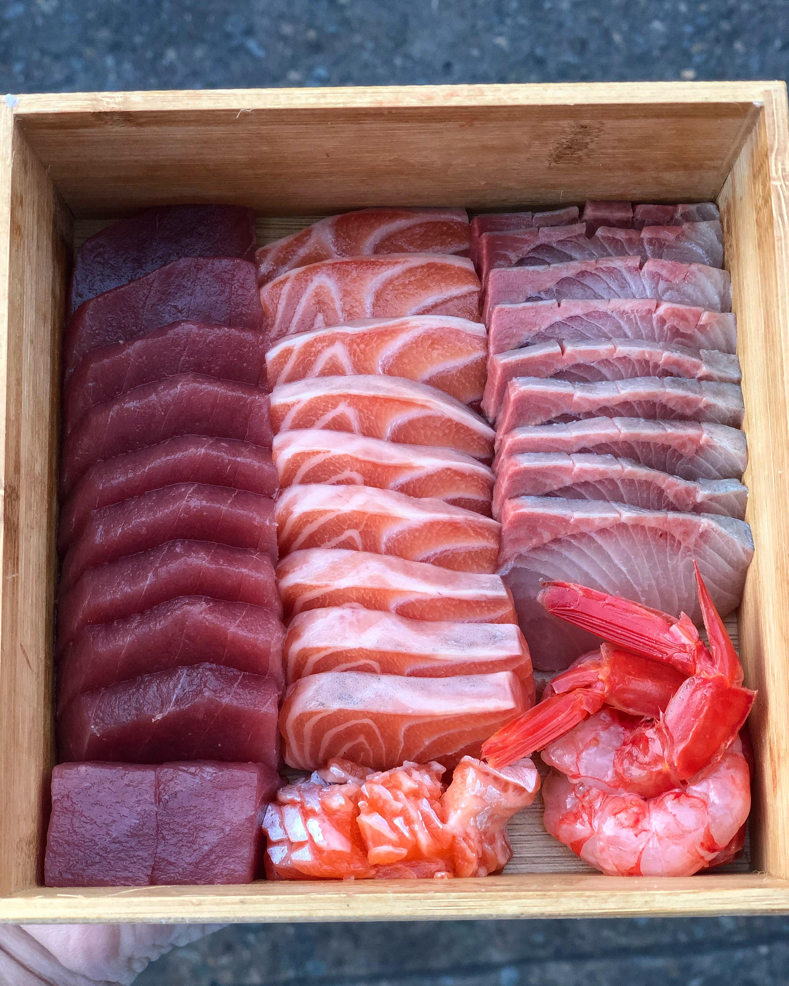 medium sashimi box